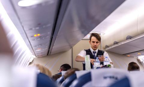 Anac atualiza protocolos sanitários e voos nacionais devem suspender serviço de bordo