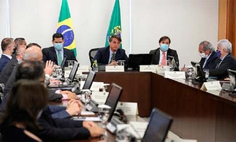 Em reunião com Bolsonaro, governadores apoiam veto a reajustes de salário para servidores