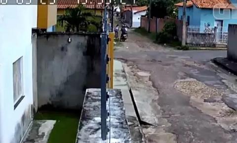 Vídeo: Menina de 11 anos reage a assalto e torce braço de criminoso com golpe de capoeira