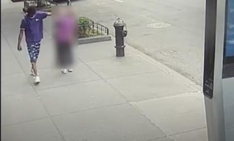 Idosa de 92 anos é empurrada ao chão enquanto andava pelas ruas; vídeo