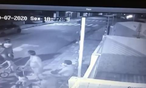 Tentativa de assalto em João Pessoa termina com criminoso levando cadeirada da vítima; veja vídeo