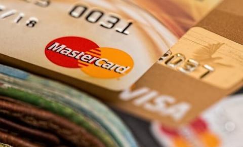 Juros anuais do cartão de crédito chegam a até 875%