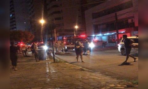 Imagem forte! Vídeo flagra quando homem mata vizinho com 13 facadas em João Pessoa