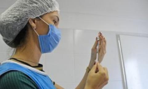 Prefeitura de João Pessoa bate 300 mil doses de vacinas aplicadas e inicia imunização de pessoas em situação de rua com 18+