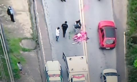 MISTÉRIO: Mulher pintada de rosa é atropelada e agoniza até a morte em via movimentada; veja
