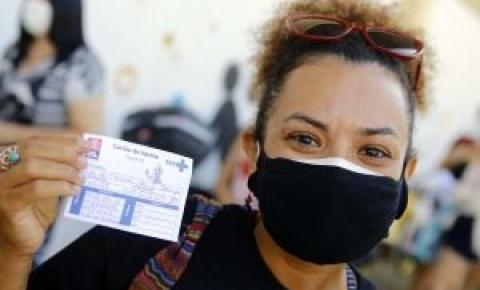 Emoção e esperança marcam primeiro dia de vacinação dos trabalhadores da educação de João Pessoa