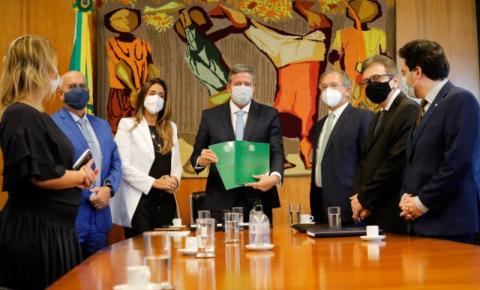 Paulo Guedes entrega nova etapa da reforma tributária com isenção do IR para quem ganha até R$ 2,5 mil