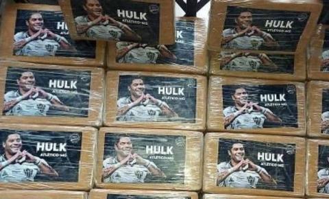 Polícia apreende pacotes de drogas com a foto do atacante Hulk