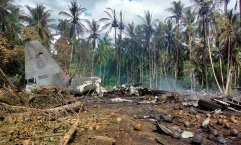 Avião militar cai nas Filipinas e deixa ao menos 31 mortos