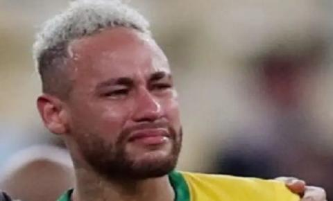 Após chorar em campo, Neymar é flagrado gargalhando ao lado de Messi