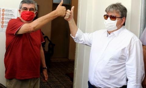 João Azevêdo nomeia ex-governador Roberto Paulino para o cargo de secretário Chefe do Governo