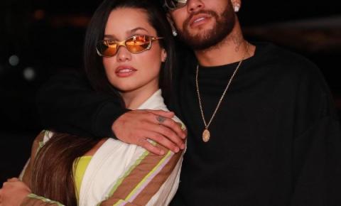Juliette se encontra com Neymar e ganha com óculos