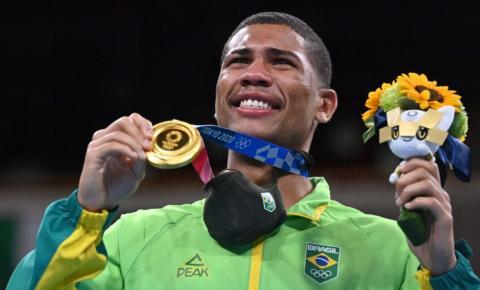 Por nocaute, Hebert Conceição vence medalha de ouro de forma épica no boxe