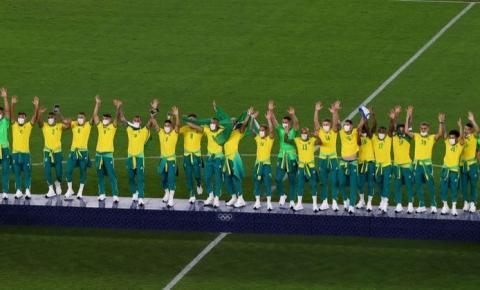 Campeões olímpicos no futebol recebem medalhas sem agasalho oficial do COB; decisão deve gerar disputa judicial