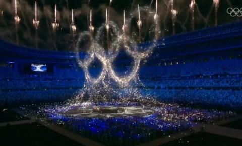 Após superar medo nas Olimpíadas, Tóquio festeja edição dos jogos e passa bastão para Paris