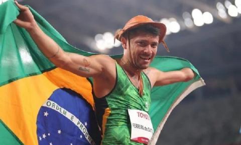 Paraibano Petrúcio Ferreira bate o recorde paralímpico e é bicampeão nos 100m