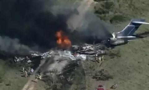 Milagre: avião cai, explode e todos os ocupantes sobrevivem: VÍDEO IMPRESSIONANTE