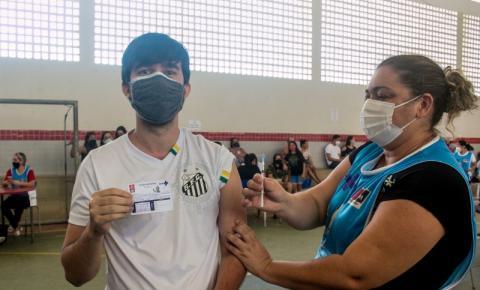 João Pessoa inicia vacinação da D1 para 12+ sem comorbidade e da D3 para 60+