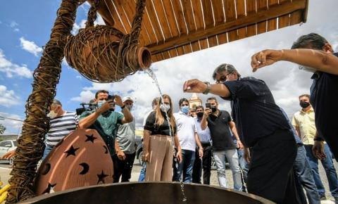 João Azevêdo entrega obras de pavimentação, quadra de esporte e inspeciona reforma de escola e construção de ginásio em Pocinhos