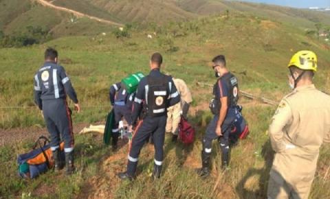 TRAGÉDIA: Vento forte derruba poste e duas mulheres morrem eletrocutadas; assista ao vídeo