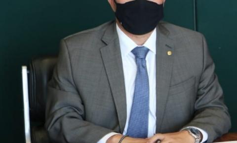 Efraim destina mais de R$ 4 milhões para infraestrutura e saúde da Paraíba