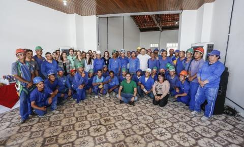Na reta final das obras, operários do Villa Sanhauá recebem agradecimento do prefeito Luciano Cartaxo