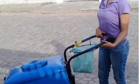 VIRALIZOU: Garota de 17 anos sofre preconceito por vender picolé em ruas na Paraíba