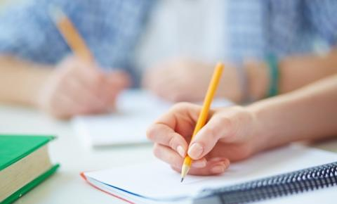 Estudante de escola particular tem o dobro da chance de entrar na faculdade, aponta estudo do IBGE