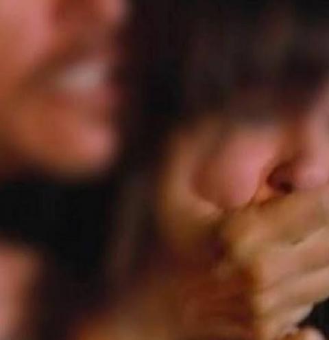 Mulher é estuprada por quatro amigos do marido enquanto dormia