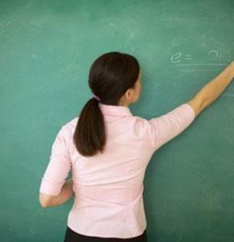 Concurso para professor do Estado deve ser lançado no início de 2022 com mil vagas